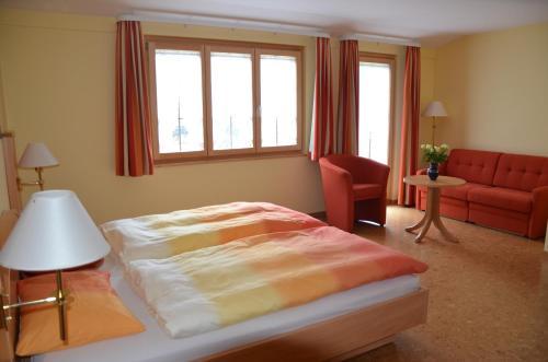 Ein Bett oder Betten in einem Zimmer der Unterkunft Hotel Gasthof Kreuz