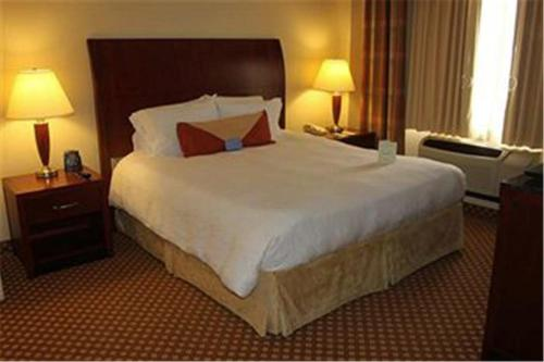 A bed or beds in a room at Hampton Inn West Monroe