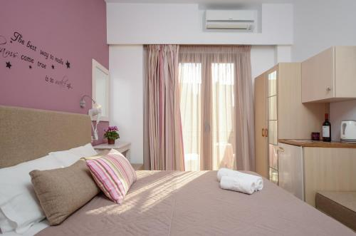 A bed or beds in a room at Panormos Hotel and Studios
