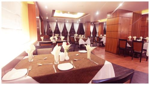 A restaurant or other place to eat at Suhim Portico Hotel