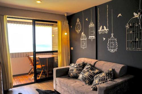 Uma área de estar em Beira Mar Suite