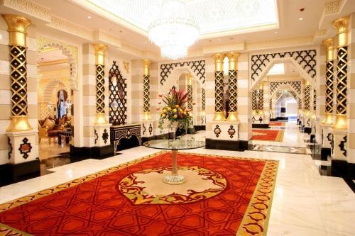 منطقة الاستقبال أو اللوبي في فندق والدرف أستوريا جدة - قصر الشرق