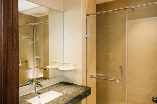 A bathroom at Sahid Batam Center Hotel and Convention