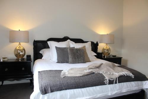 A bed or beds in a room at Barossa Bed & Breakfast