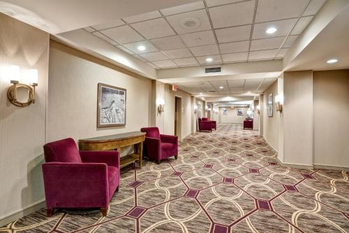 The lobby or reception area at DoubleTree by Hilton Downtown Wilmington - Legal District