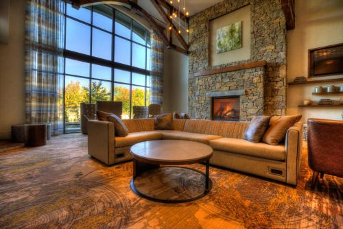 A seating area at Courtyard by Marriott Pigeon Forge