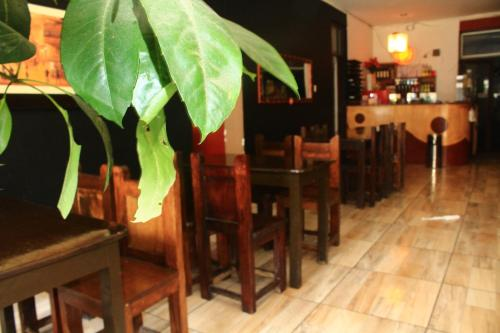 A restaurant or other place to eat at Amaru Hotel Huaraz