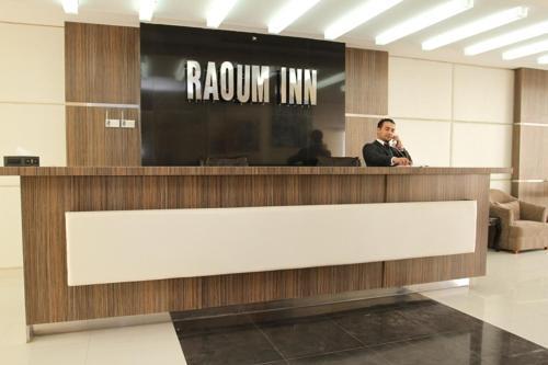 O saguão ou recepção de Raoum Inn Majmaa