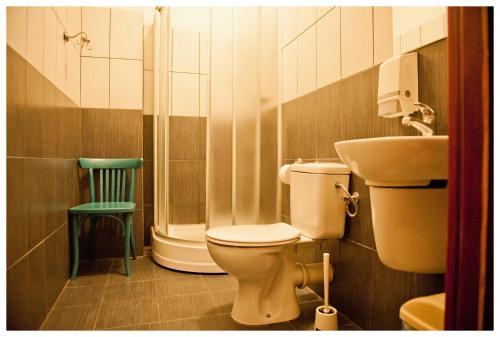 A bathroom at Hostel Bemma - Ozonowane pokoje