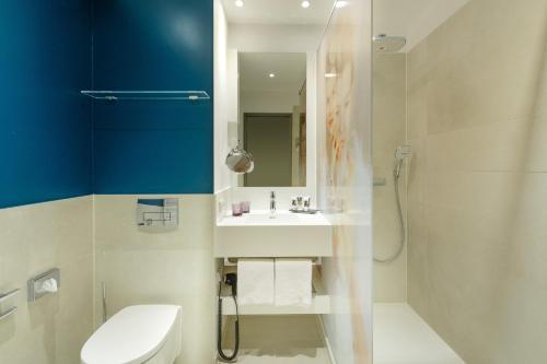A bathroom at Mercure Berlin Wittenbergplatz