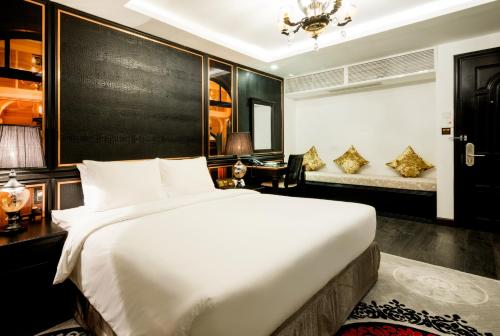A bed or beds in a room at A&EM Signature Hotel
