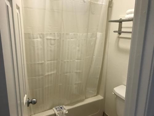 A bathroom at Sallisaw Inn
