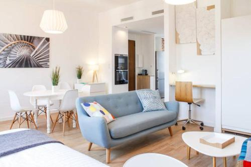 A seating area at Appartement Design Scandinave - Vue sur Mer