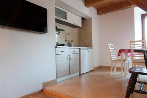 A kitchen or kitchenette at Apartment Gasa