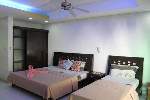 A bed or beds in a room at Sundown Resort