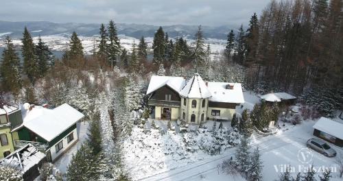 Obiekt Villa Falsztyn Holiday Home zimą