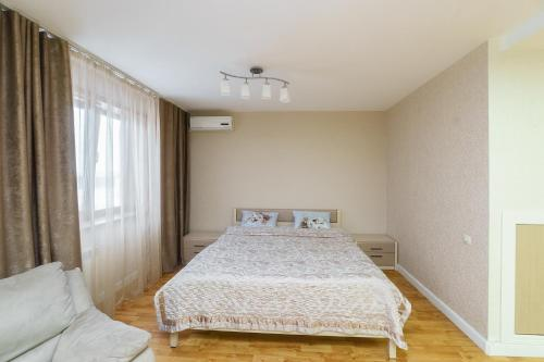 Кровать или кровати в номере Apartment on pr-t Lenina 148