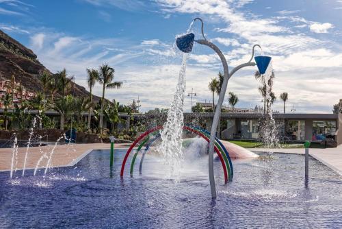 Piscine de l'établissement Radisson Blu Resort & Spa, Gran Canaria Mogan ou située à proximité