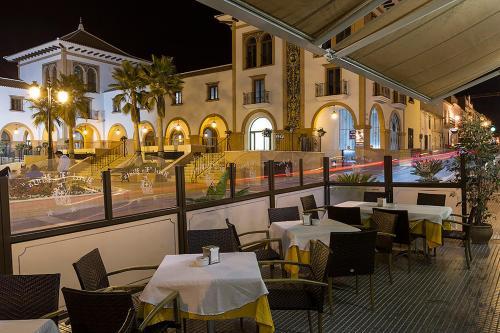 Un restaurante o sitio para comer en Hotel La Pinta