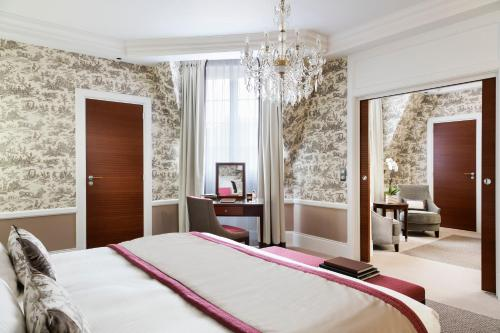 Un ou plusieurs lits dans un hébergement de l'établissement Hôtel Barrière Le Normandy