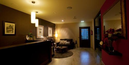 El vestíbulo o zona de recepción de Hotel Rural - El Rincón de Don Pelayo