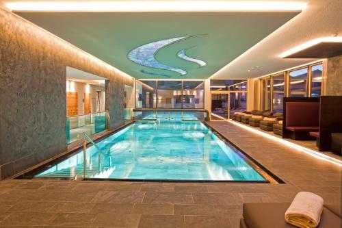 The swimming pool at or near Hotel Truyenhof