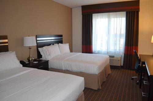 A bed or beds in a room at Holiday Inn Express & Suites Golden, an IHG Hotel