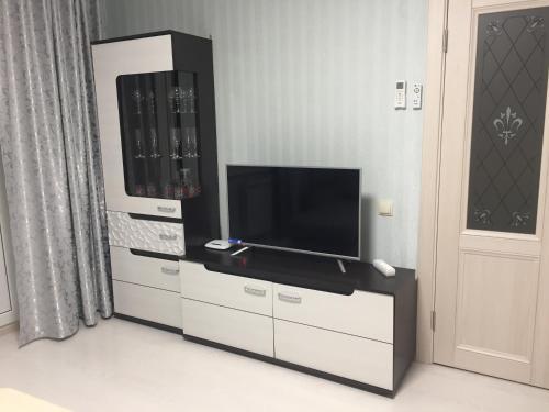 Телевизор и/или развлекательный центр в Apartment Lenina 10