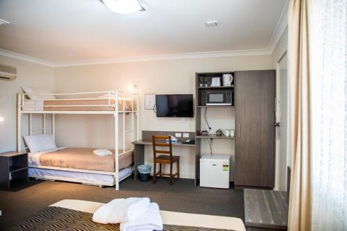 A bunk bed or bunk beds in a room at Lilac City Motor Inn & Steakhouse