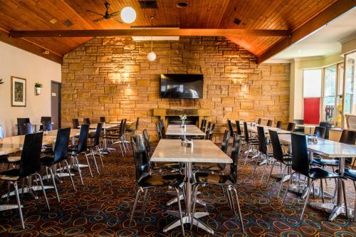 A restaurant or other place to eat at Lilac City Motor Inn & Steakhouse
