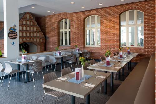 A restaurant or other place to eat at Jugendherberge Berlin Ostkreuz
