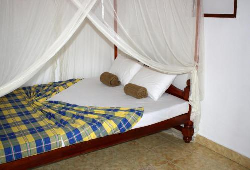A bed or beds in a room at Happy Coconut