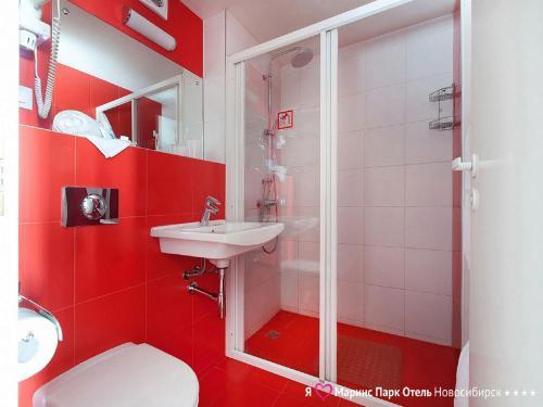 Un baño de Marins Park Hotel Novosibirsk