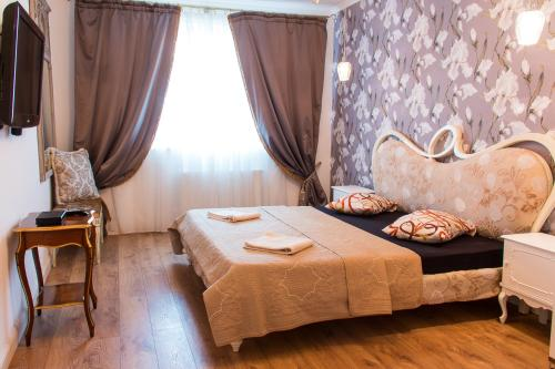 A bed or beds in a room at Kyiv Yuriya Ilyenko street new building close to the downtown