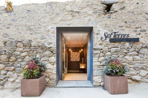 The facade or entrance of Set Terres - La Villa de Llívia - Adults only