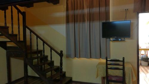 A television and/or entertainment center at Hostal Puerta del Sol