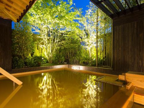 The swimming pool at or close to Kobe Bay Sheraton Hotel & Towers