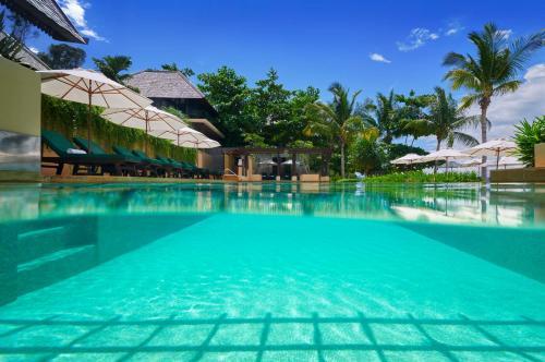 The swimming pool at or close to Gaya Island Resort