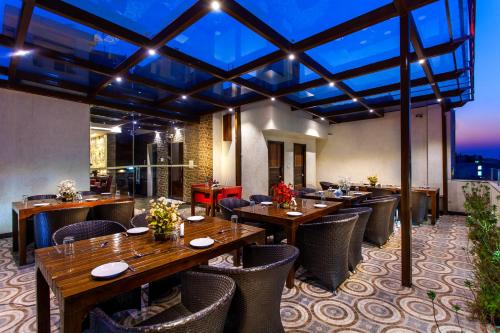 A restaurant or other place to eat at Hotel Sunstar Heritage