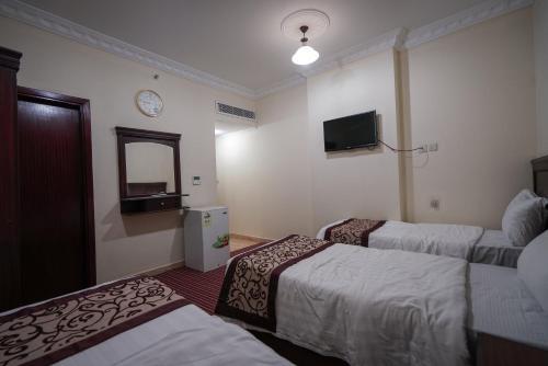 Cama ou camas em um quarto em Qasr Ajyad AlSad 2 Hotel