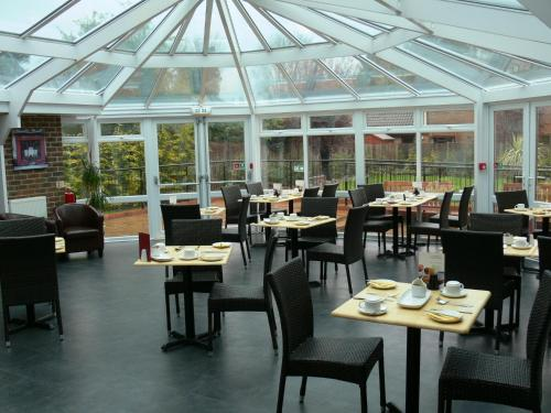 A restaurant or other place to eat at Travelrest Fareham Solent Gateway