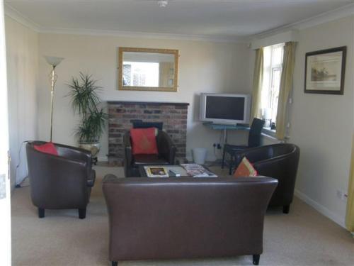 A seating area at Travelrest Fareham Solent Gateway