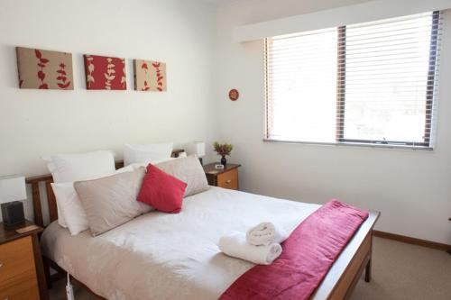 A bed or beds in a room at TorquayToongahra BnB