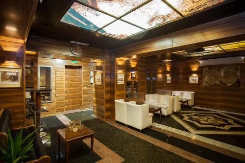 A restaurant or other place to eat at Best Western Hotel Strasser