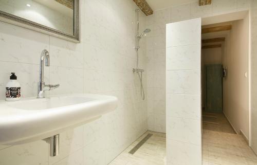 """A bathroom at """"Karel de Grote"""" Bergen"""