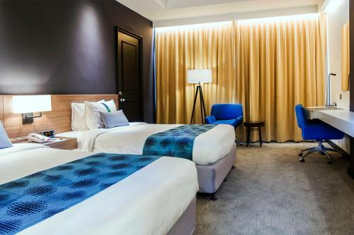 A bed or beds in a room at Grand Margherita Hotel
