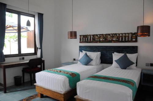 A bed or beds in a room at Jali Resort - Gili Trawangan