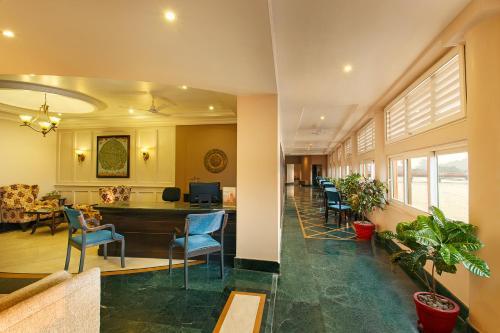 El vestíbulo o zona de recepción de Ganga Lahari by Leisure Hotels