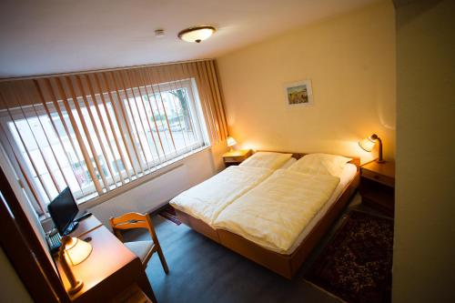 A bed or beds in a room at Hotel Am Sportpark