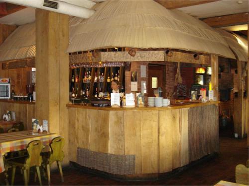 Lounge alebo bar v ubytovaní Motel Tėvynė